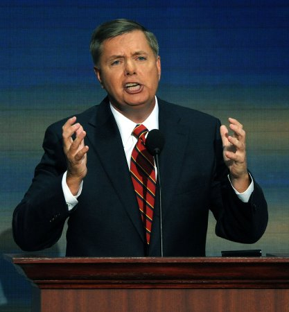 Graham dedicates speech to U.S. troops