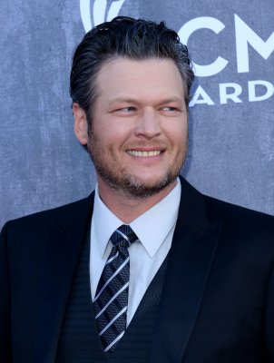 Blake Shelton tweets Adam Levine's phone number on 'The Voice'