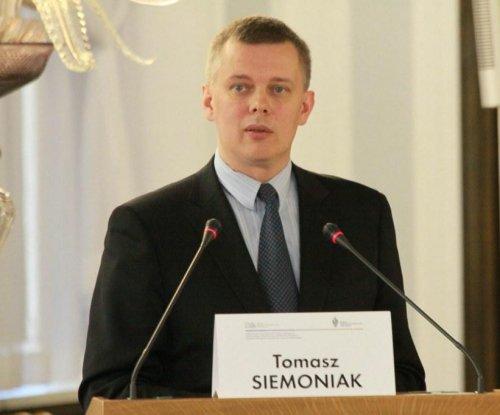 Polish defense minister: Hopes fading for Ukraine peace