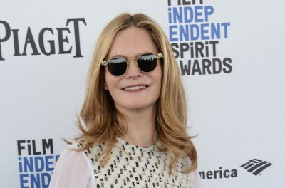 Jennifer Jason Leigh, Hugo Weaving join cast of Showtime's 'Patrick Melrose'