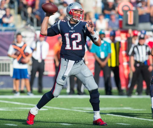 Tom Brady's five touchdowns lead New England Patriots over Houston Texans
