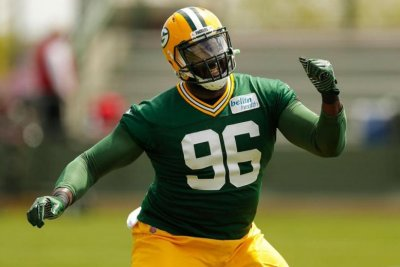 Packers DT Mo Wilkerson hospitalized with ankle injury