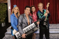 Cast says 'Saved By the Bell' finds humor in relevant issues