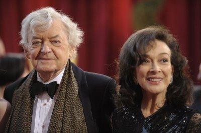 'Designing' co-star calls Carter 'goddess'