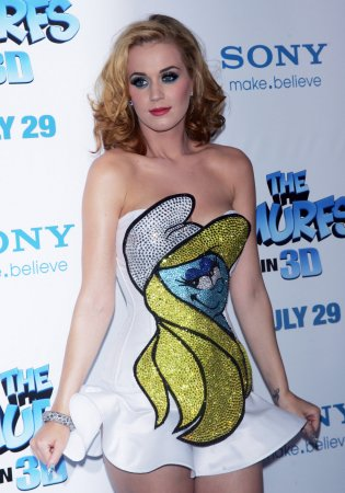 Katy Perry tests waters as a blonde