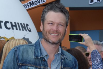 Blake Shelton apologizes for past tweets: 'I have no tolerance for hate'