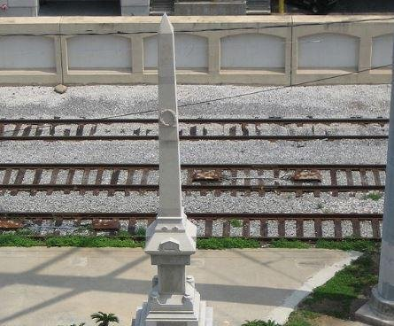 New Orleans removes first of four Confederate memorials