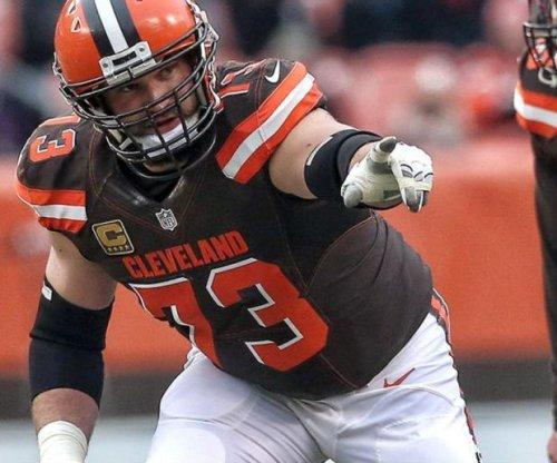 Joe Thomas: Cleveland Browns All-Pro announces retirement