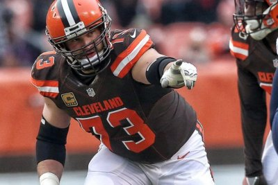 Joe Thomas: Cleveland Browns All-Pro announces retirement