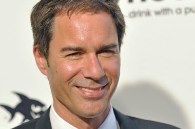 Eric McCormack to return for Season 3 of 'Travelers'