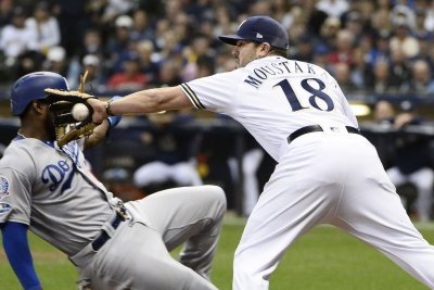 Brewers name Mike Moustakas starting second baseman