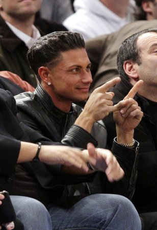 Pauly D to cover red carpet at Grammys
