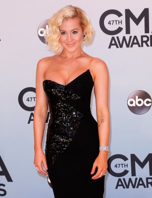 Kellie Pickler serenades troops in Afghanistan on Christmas Day