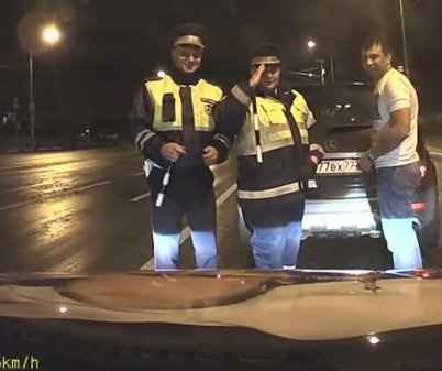 Putin picture on car hood gets salute from Russian police