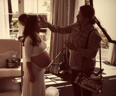 Jennifer Love Hewitt shows off bare baby bump for ad