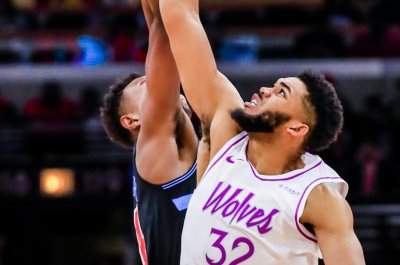 Timberwolves' Karl-Anthony Towns beats Grizzlies with fade-away buzzer-beater