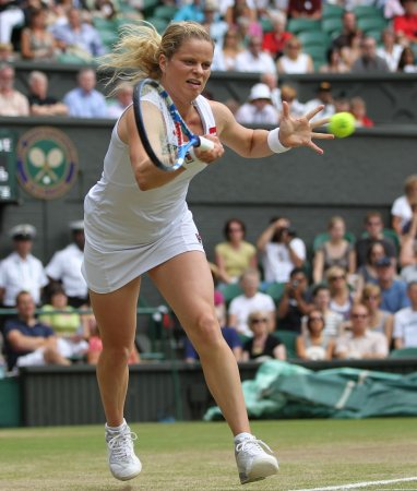 Clijsters surges after rain, wins in Cincy