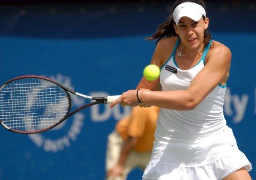 Bartoli advances in Rome tennis