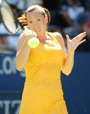 Jankovic advances to Dubai semifinals