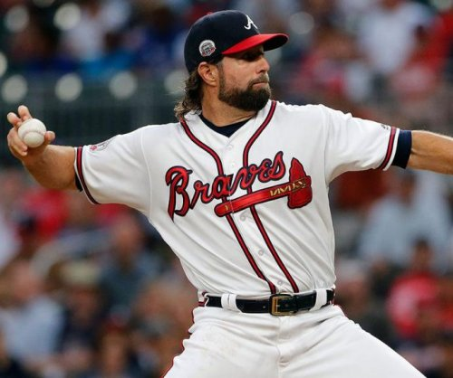 Matt Adams, R.A. Dickey lead Atlanta Braves to rout of struggling San Francisco Giants