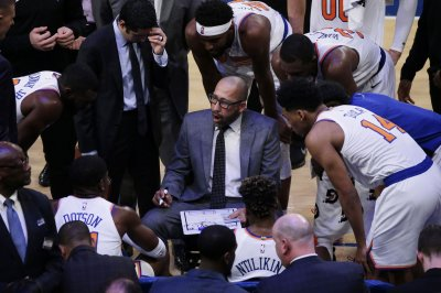 Knicks change lineup, tip off vs. Pelicans