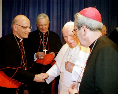 Cardinal George tells Chicago Catholics his cancer has flared up
