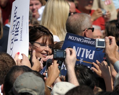 Poll: Palin helping GOP with women