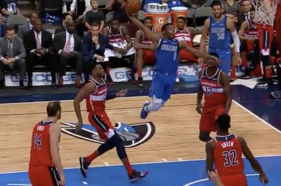 Mavericks' Dennis Smith Jr. has wings on one-handed dunk