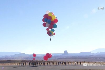 Watch: David Blaine uses balloons to fly nearly 25,000 feet over Arizona