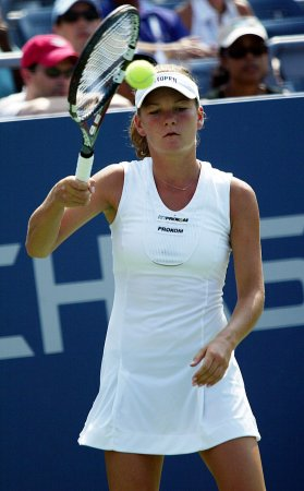 Radwanska makes Pattaya semifinals
