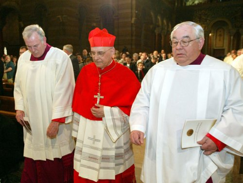 New Chicago archbishop installed to replace ailing Cardinal George