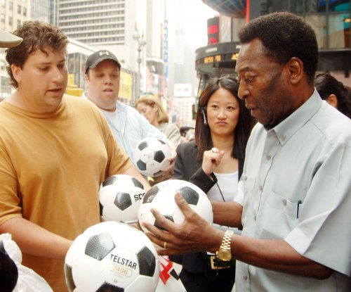 Pele, 74, undergoes back surgery
