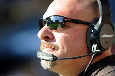 Cleveland Browns expect Mike Pettine to survive bye