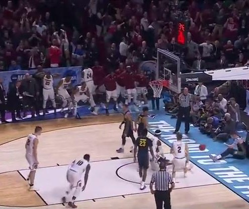 NCAA: South Carolina runs away from Marquette