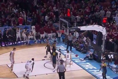 NCAA: South Carolina runs away from Marquette