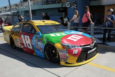 Kyle Busch wins Kentucky pole with record-setting lap