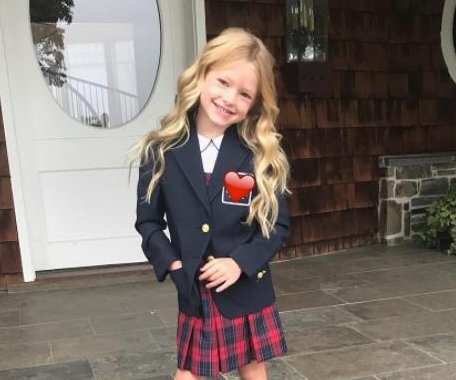 Jessica Simpson dolls up daughter for school picture day