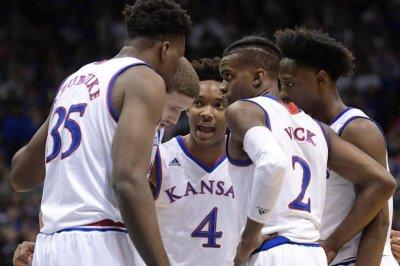 Kansas Jayhawks squeak past Kentucky Kentucky Wildcats
