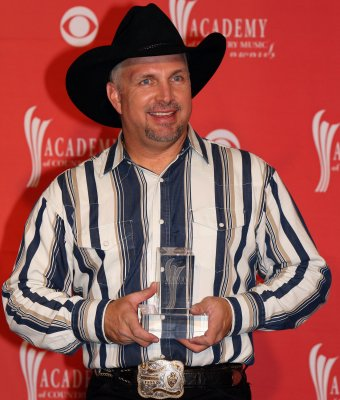 Garth Brooks postpones retirement, announces new album and worldwide tour