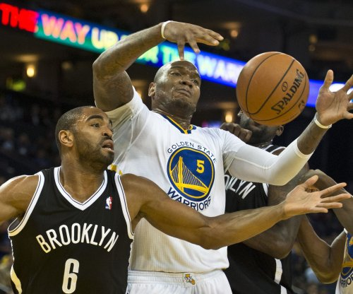 Marreese Speights scores 16 in 4th, Golden State Warriors top Hornets