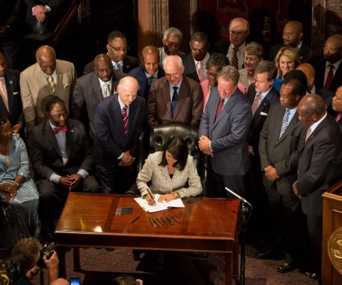 South Carolina Gov. Nikki Haley signs bill removing Confederate flag from Capitol