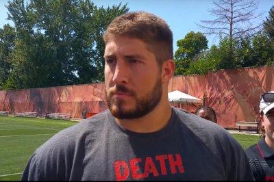 Atlanta Falcons sign C Alex Mack amid flurry of moves