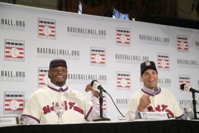 Ken Griffey Jr., Mike Piazza took opposite Cooperstown paths