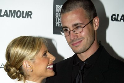 Sarah Michelle Gellar celebrates anniversary with Freddie Prinze Jr. with Instagram photo