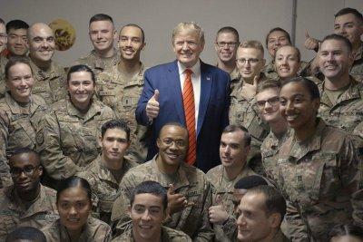 在突击访问阿富汗,特朗普说,他重开谈判的塔利班