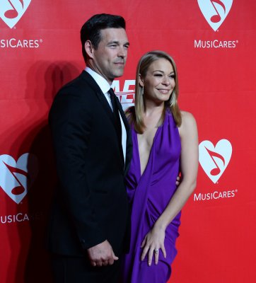 LeAnn Rimes 'consulting with doctors' about in vitro fertilization