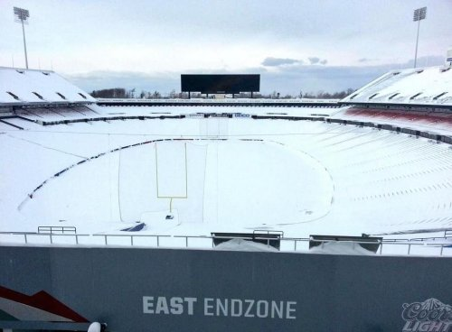 Buffalo Bills to pay fans to shovel snow at stadium