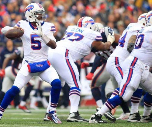 Buffalo Bills lose C Eric Wood to broken leg
