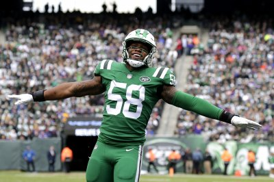 New York Jets to decline fifth-year option for linebacker Darron Lee