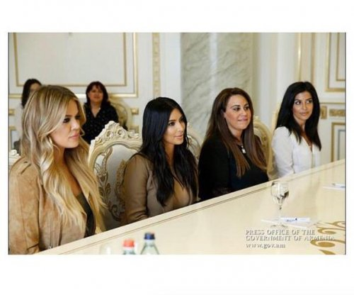 Kim Kardashian introduces cousins Kourtni and Kara
